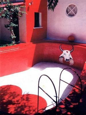 Na casa de Maria Ângela, piscina vermelha não era cheia para não ficar azul (Foto: Arquivo Pessoal)