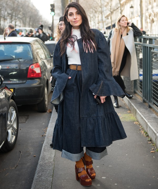 Sandália com meia esportiva é tendência em Paris (Foto: Joanna Totolici)