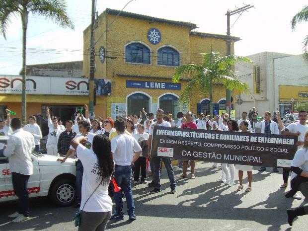 Grupo se reuniu em frente à Prefeitura (Foto: Roberto Strauss / Arquivo Pessoa)