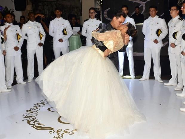 Solange Couto dança com o marido, Jamerson, em sua festa 60 anos na Zona Norte do Rio (Foto: Roberto Teixeira/ EGO)