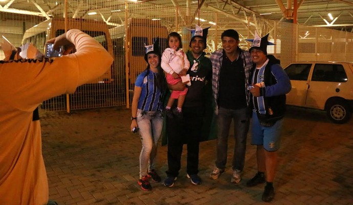 Jardel foi ao jogo, distribuiu autógrafos e tirou fotos com fãs (Foto: Diego Guichard / GloboEsporte.com)