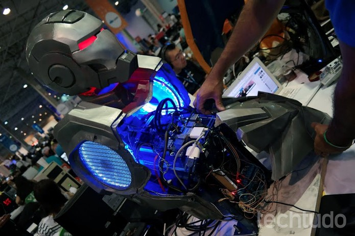 Casemod do Homem de Ferro construído com Galileo, da Intel, na Campus Party  (Foto: Melissa Cruz/TechTudo)