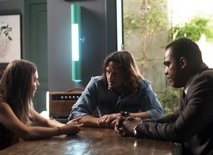 Gui encontra testemunha que pode salvar Júlia