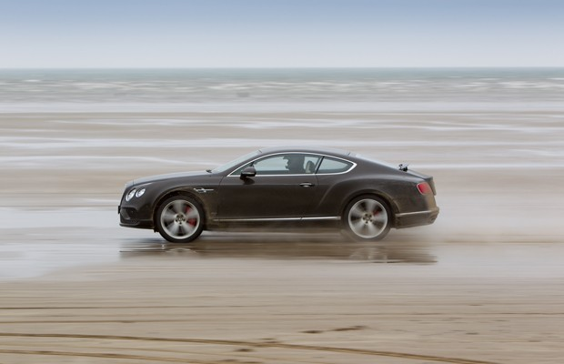 O ator Idris Elba bate recorde de velocidade com um Bentley GT Speed Continental (Foto: Divulgaçao)