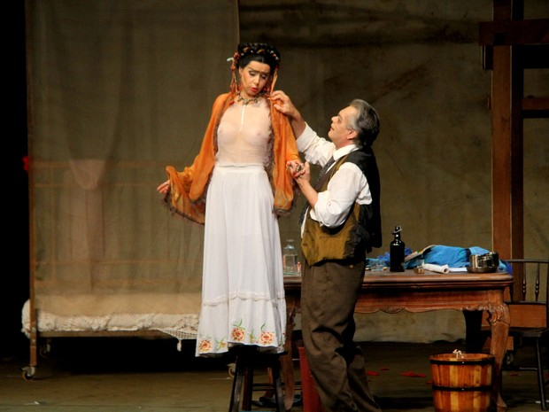 José Rubens Chachá e Leona Cavalli em ação em peça na Zona Sul do Rio (Foto: Daniel Delmiro/ Ag. News)