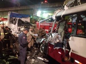 Acidente ocorreu próximo a viaduto do Bairro Flores, Zona Centro-Sul de Manaus (Foto: Jamile Alves/G1 AM)
