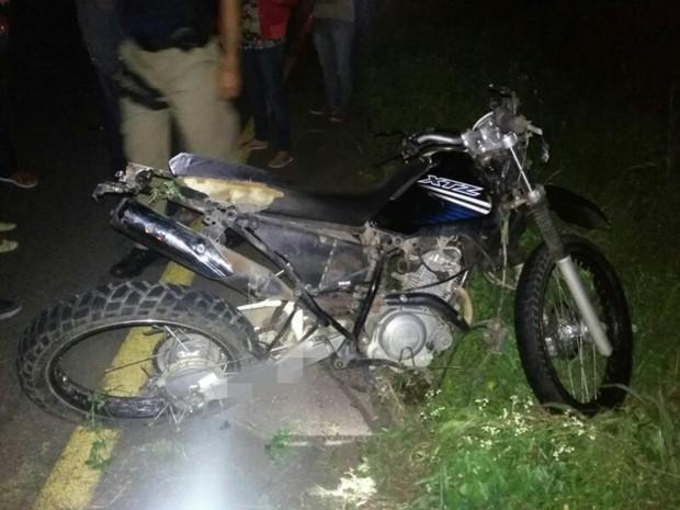 Condutor e passageiro da moto morreu em acidente na BR-232 (Foto: Divulgação/Ascom PRF)
