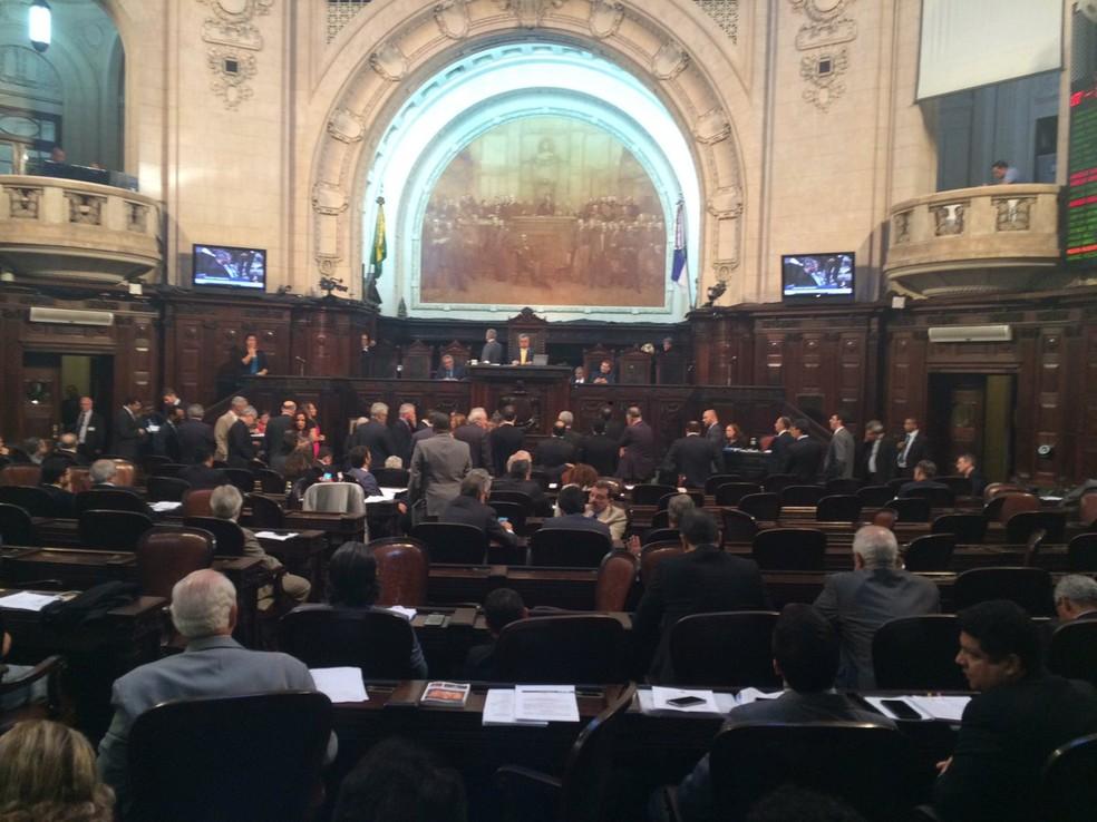 Alerj debate projeto para aumentar contribuição previdenciária (Foto: Gabriel Barreira/G1)