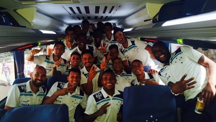 Jogadores do Cruzeiro comemoraram a vitória após o clássico contra o Atlético-MG (Foto: Reprodução/ Instagram)