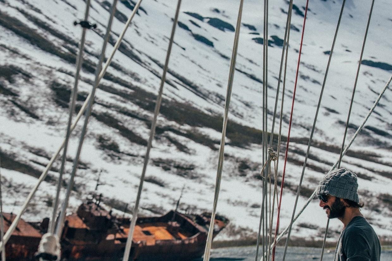'O Mundo Inexplorado' conta a aventura de Sylvestre Campe e quatro surfistas em busca das ondas inexploradas da Rssia at o Alasca (Foto: Anna Gavrilova)