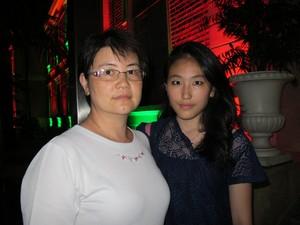 Wu Shang Yi e sua filha Jacqueline Chen, que foi expulsa por engano do Enem (Foto: Paulo Guilherme/G1)