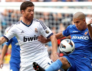 Xabi Alonso na partida do Real Madrid contra o Valencia (Foto: Reuters)