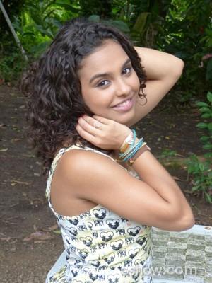 Ana Beatriz gosta de usar o difusar para ter cachos mais definidos  (Foto: Malhação / TV Globo)