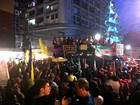 Manifestantes realizam ato a favor de Dilma, no Centro de Manaus