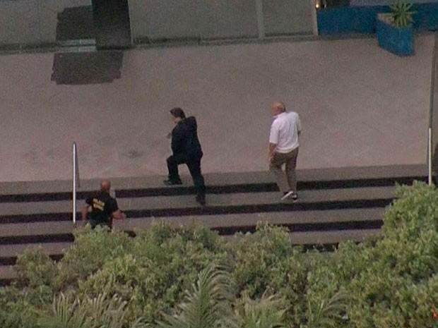 Romeu Queiroz também se entrega na sede da Polícia Federal em Belo Horizonte (Foto: Reprodução/TV Globo)