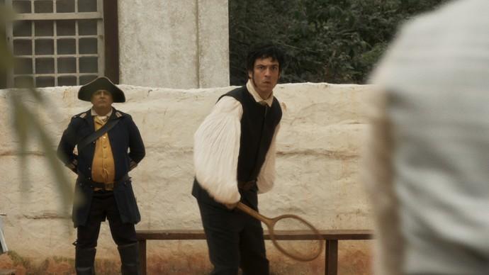 Rubião tenta defender o irmão da amada e argumenta que ele é filho de um Par do Reino (Foto: TV Globo)