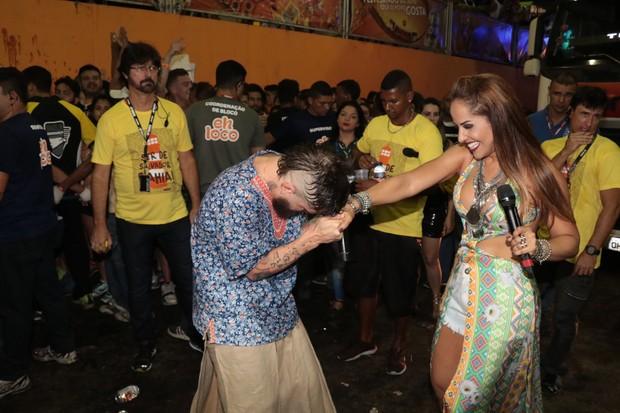 Saulo faz dueto com Carla Cristina, ex-vocalista do grupo As Meninas, no Fortal (Foto: Fred Pontes/Divulgação)