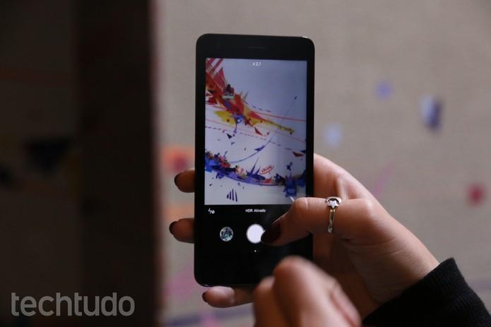 Câmera de 8 megapixels com HDR tira boas fotos para um smart barato (Foto: Luana Marfim/TechTudo)