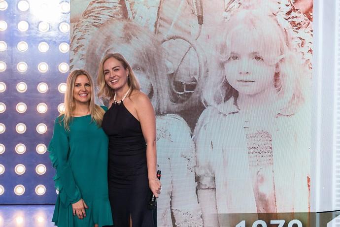 Angélica se reencontrou com Helen Michelet, que concorreu com ela no concurso da criança mais bonita do Brasil no programa do Chacrinha (Foto: Raquel Cunha/TV Globo)