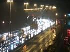 Chuva forte complica trânsito na noite deste sábado no Rio
