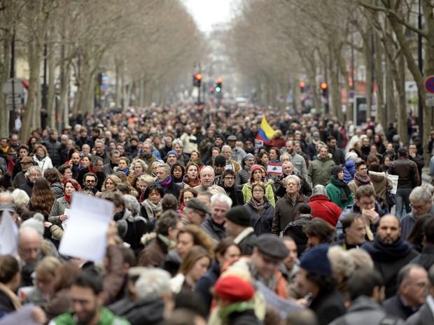 Marcha pela liberdade e pela República toma conta das ruas de Paris no domingo (11) (Foto: Martin Bureau/AFP)