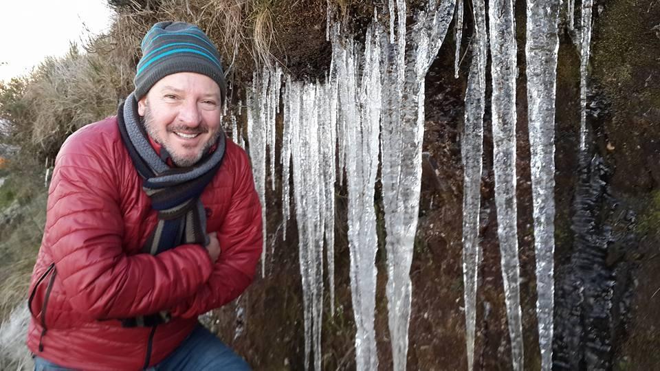 Repórter Ricardo Von Dorff também fez pose no frio (Foto: Jean Souza/RBS TV)