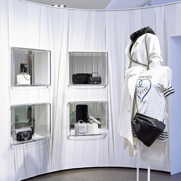 A camiseta Chanel <3 Colette (Foto: Reprodução)