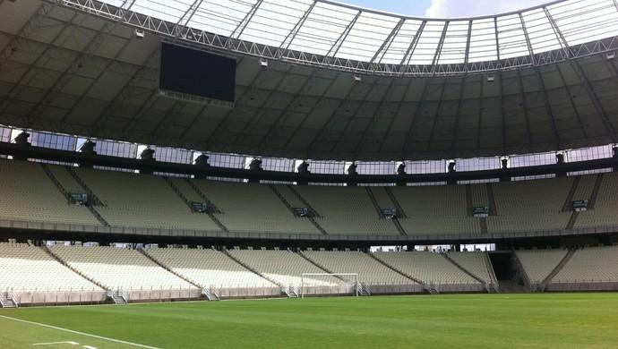 Comitiva da Fifa e dp COL vistoria Arena Castelão (Foto: João Marcelo Sena)