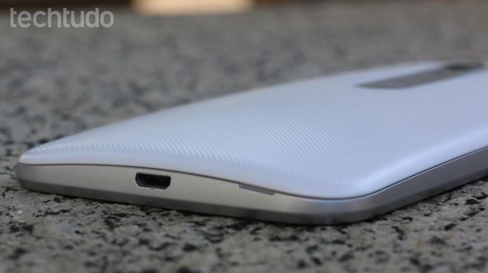 Bateria de 2.470 mAh do Moto G 3 dá conta do recado (Foto: Luana Marfim/TechTudo)