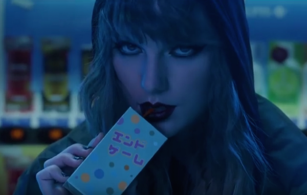 A cantora Taylor Swift em cena do clipe da canção End Game (Foto: Reprodução)