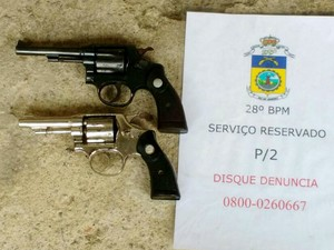 Parte do material apreendidos com irmãos gêmeos (Foto: Divulgação/Polícia Militar)