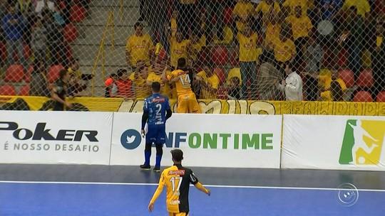 Jogo entre Sorocaba e Assoeva acaba com briga generalizada entre jogadores na LNF