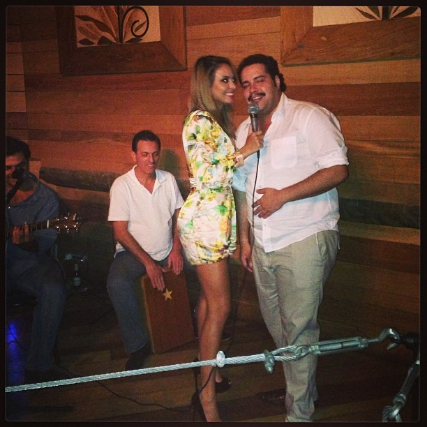 Alinne Rosa e Tiago Abravanel na festa da cantora em São Paulo (Foto: Instagram/ Reprodução)