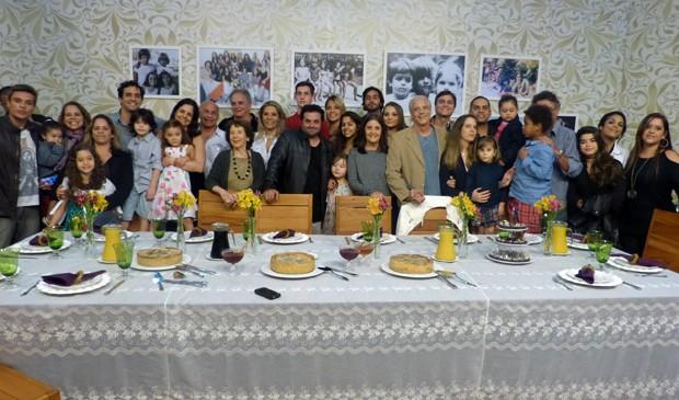 Família surpreende Drica Moraes no palco (Foto: Domingão do Faustão/TV Globo)