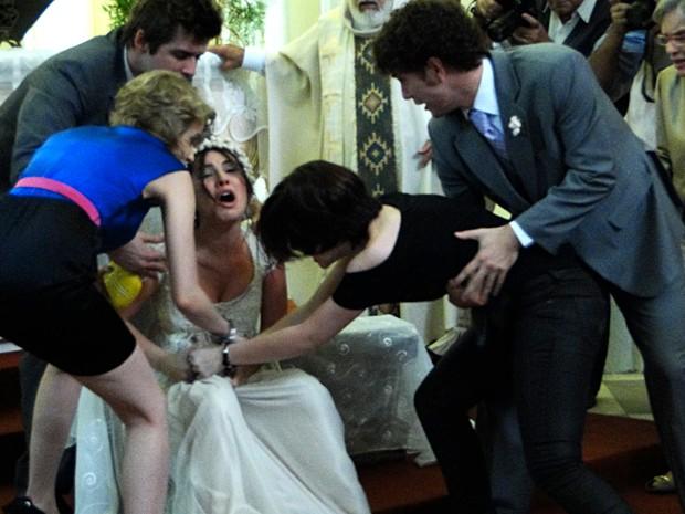 Cristal é atacada por Alexia e é desmascarada (Foto: Malhação / TV Globo)