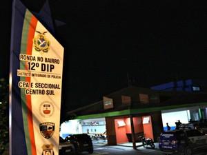 Caso foi registrado no 12º DIP (Foto: Marcos Dantas/G1 AM)