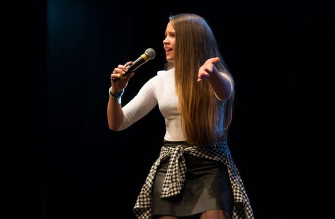 """Carol Passos cantou """"Pride an Joy"""" (Foto: Eduardo Alexandre/CWB)"""