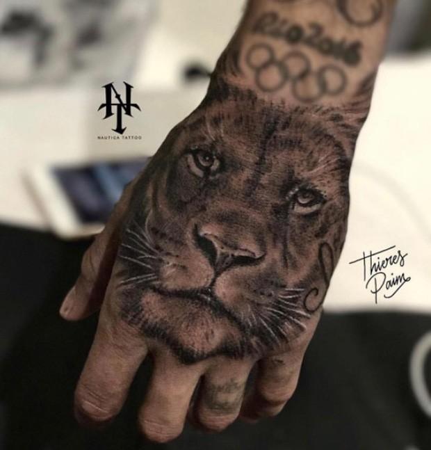 Tatuagem na Mão leão