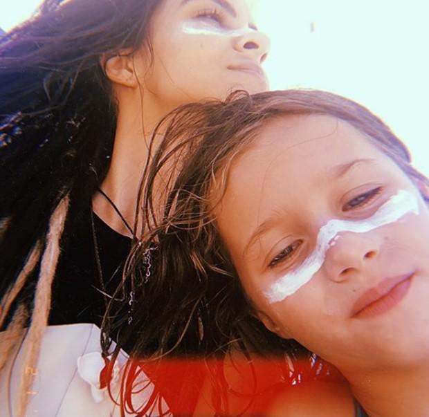 Pally Siqueira e Ella, filha de Fábio Assunção (Foto: Reprodução/Instagram)