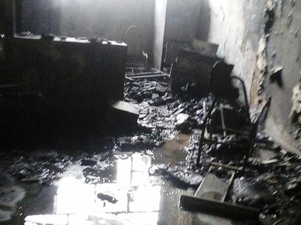 Sala da diretoria ficou destruída (Foto: Divulgação / Arquivo Pessoal)