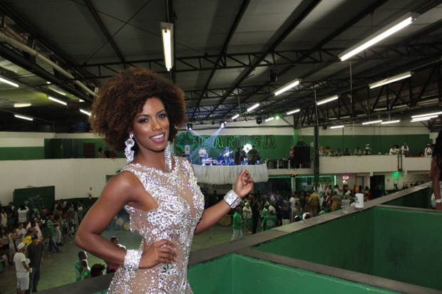 Rainha de Bateria do Camisa Verde e Branco, Ivi Pizzott (Foto: Evilardio Junior / MF Assessoria )