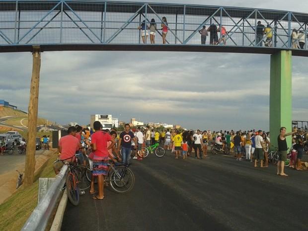 Manifestação fechou BR-262 por 10 minutos em Nova Serrana (Foto: Polícia Rodoviária Federal/Divulgação)