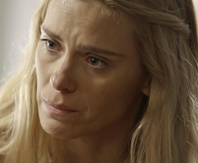 Lara lamenta-se com Dante (Foto: TV Globo)