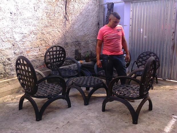 Jogo de cadeiras leva até uma semana para ficar pronto (Foto: Arquivo Pessoal/ Valter José Ferreira)