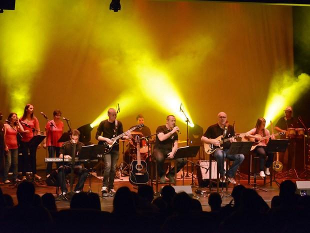 Banda Além do Som faz show befeciente no Teatro do Engenho Central em Piracicaba (Foto: Divulgação)