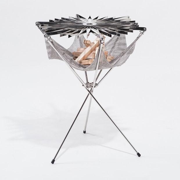 Grillo, uma churrasqueira portátil que se fecha como um guarda-chuva (Foto: Reprodução)