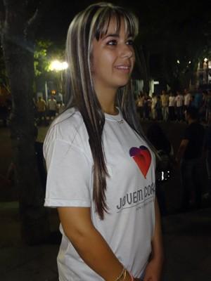 Gabriele é uma das jovens que têm prestado auxílio a sobreviventes da tragédia (Foto: Felipe Truda/G1)