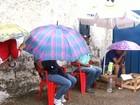 Pais acampam na porta de creche para tentar matricular filhos em Goiás