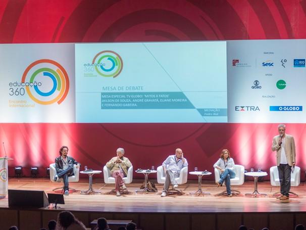 Pedro Bial comandou o debate que contou com André Gravatá, Fernando Gabeira, Jailson de Souza e Eliane Ferreira (Foto: Globo/Frederico de Souza)