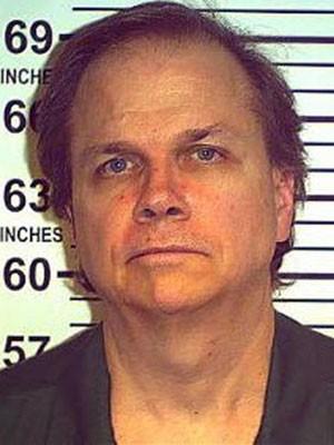 Mark David Chapman em foto de maio de 2012, divulgada pelo Departamento Penal de Nova York (Foto: Reuters)